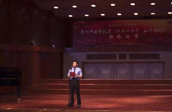 泉州市检察院党组书记、检察长高扬捷为本次歌咏比赛致辞