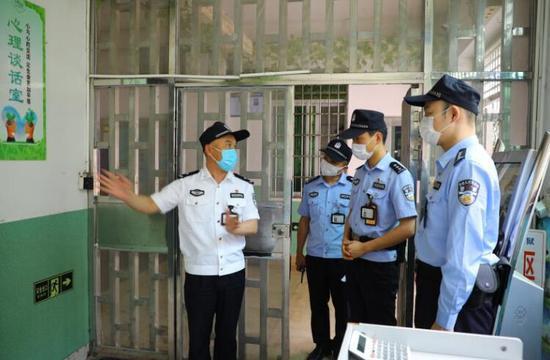 """漳州监狱用有力举措  敲响警示教育的""""长鸣警钟"""""""