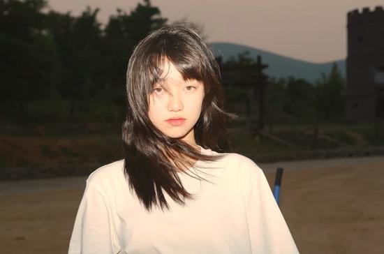 王赛罕娜献唱《守望青春》主题曲MV曝光辅导员的平凡故事