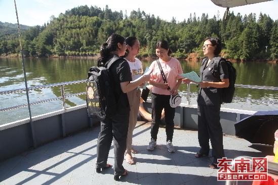 泰宁法院:炎夏送法进景区 护航旅游保安全