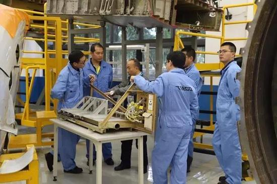 太古飞机培训中心工程师进行技术交流