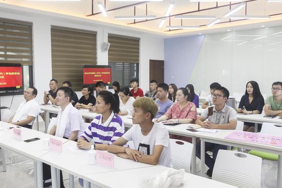 阳光学院首次为藏族(区内)学子颁发助学金