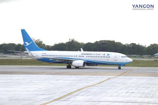 厦航飞机首次飞抵仰光国际机场。