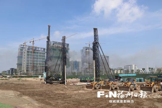滨海新城那迪广场项目开工。 福州日报记者 郭立锋 文/摄