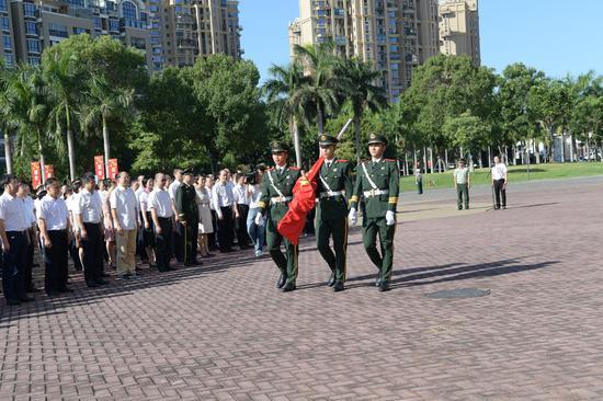 国旗护卫队列队出旗