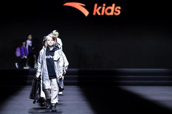 安踏儿童闪耀厦门国际时尚周 领衔发布2020运动童装流行趋势