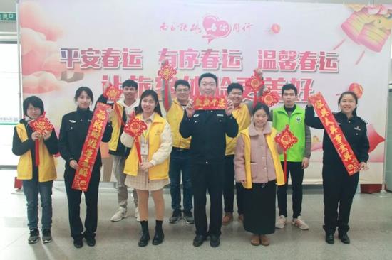 漳州市禁毒办联合鲁冰花社工开展春运禁毒宣传活动