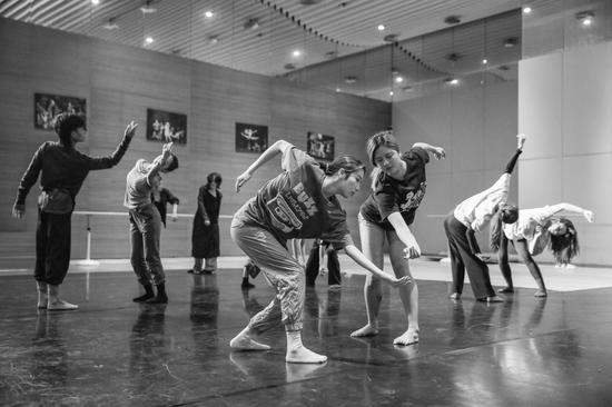 陶身体剧场惊喜来厦 圆运动工作坊热闹鹭岛舞蹈界
