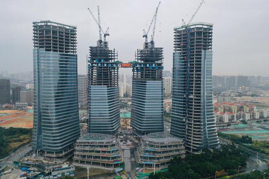 中建二局英蓝项目成功挑战福建省最大连廊高空合龙