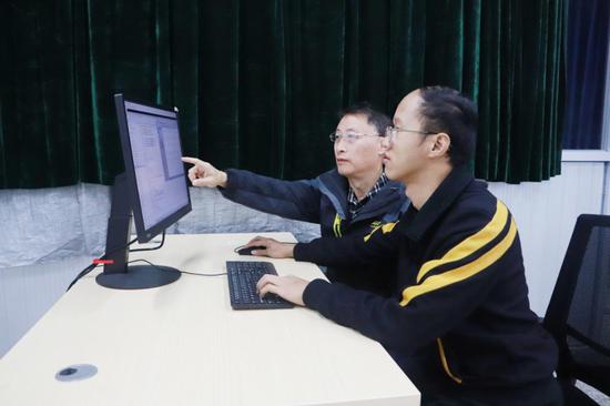 赵会军和团队在测试系统