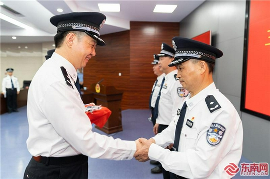 赞!三明市公安局5名警察晋升三级警监警衔