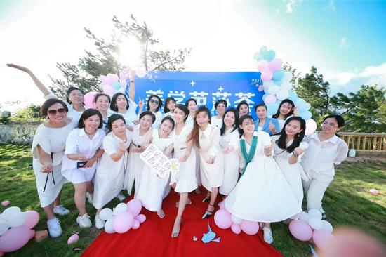 高颜值有才华 帮助千万女性提升穿搭 福州这群时尚美学讲师过了个网红教师节