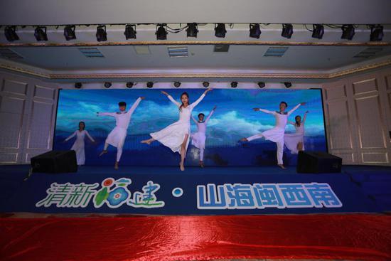 特色舞蹈表演《新时代》拉开活动帷幕