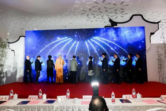 中国工商银行福建省分行中心成立七周年暨净耀法师、杨珺博士书画作品联展在福州举办
