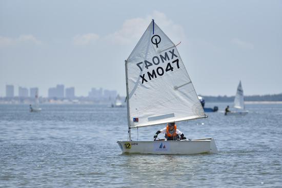 64名帆船选手同安湾起航