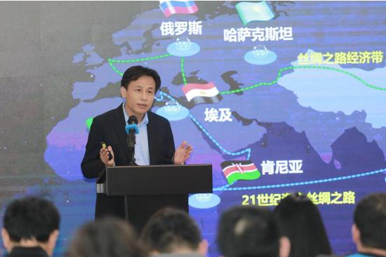 网龙首席执行官熊立博士向媒体介绍网龙教育业务全球布局