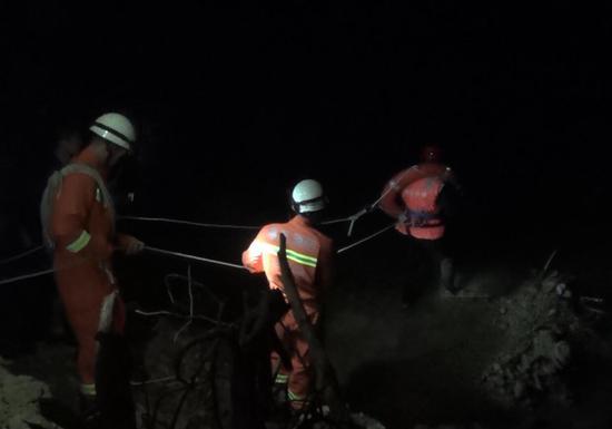 三明将乐一男子被骗二十万跳河轻生 消防夜间入水救援