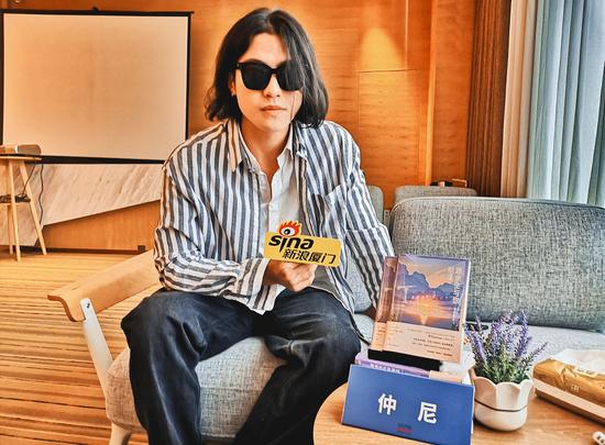 厦门籍作家仲尼携新书《愿余生与你相逢》回厦签售