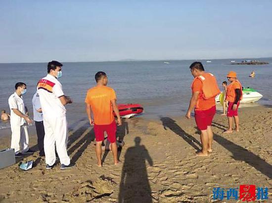 男子被救上岸时已经没有生命迹象。思明海防救援队供图