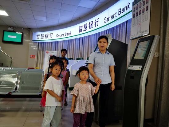 """邮储银行泰宁支行开展""""小小银行家 暑期乐翻天""""活动"""