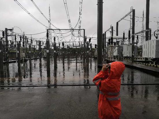 厦门供电段组织职工巡查供电设备运行情况。林卫军 摄