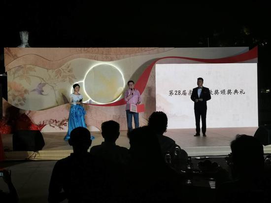 第28届柔刚诗歌奖颁奖典礼于29日晚在海上花园鼓浪屿隆重举行