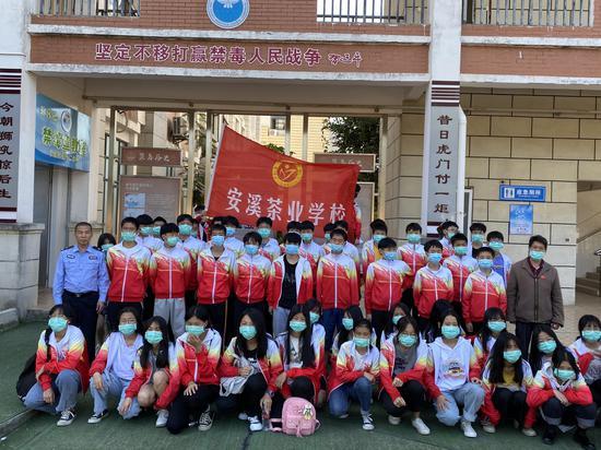 安溪虎邱镇组织学生参观禁毒教育基地