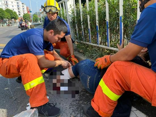 消防队门口发生车祸 同安消防火速救援