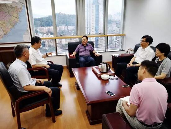 福建省检察院党组书记、检察长霍敏接受检察日报记者专访。