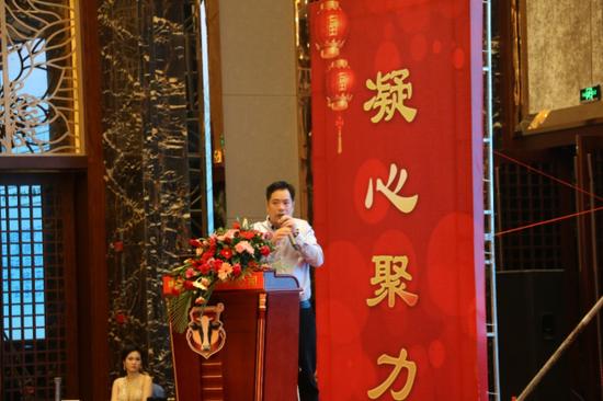▲福建长富乳品有限公司利乐销售部部长陈文海正在作2016年市场销售总结并阐述2017年利乐产品销售计划及市场营销思路