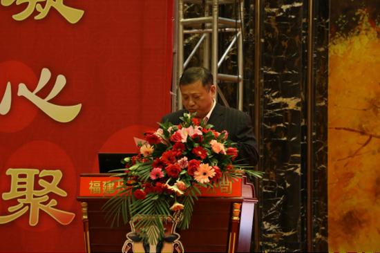 ▲福建长富乳品有限公司常务副总经理胡华接为本次大会致辞