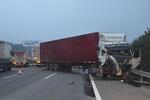 泉州惠安高速发生连环事故 六车相撞致2人受伤