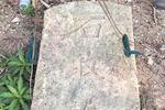 """村民除草挖出""""石敢当""""石碑 或有600多年历史"""