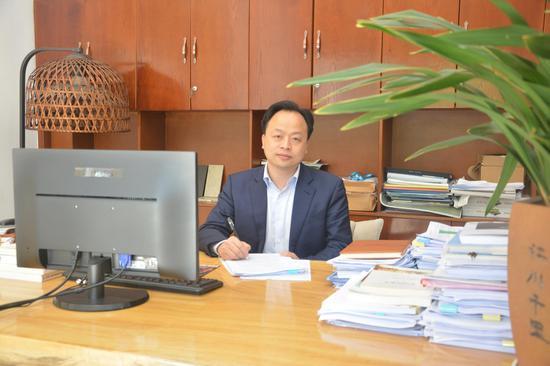 图一 金强公司董事长刘金铃。(苏婷 摄)