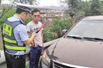 高速路上两司机违停一酒醉一肚饥 均被交警扣分