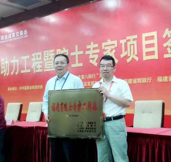 2015年,公司与中国工程院毛炳权院士合作设立院士工作站。企业供图。