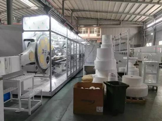 图为海纳机械生产车间。 王雄 摄