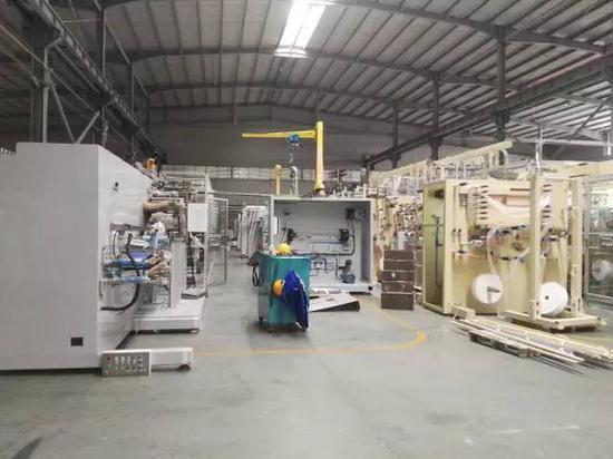 图为海纳机械生产车间。王雄 摄