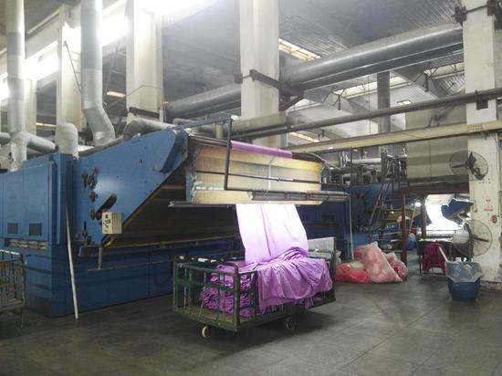 图为凤竹纺织车间一角。王雄 摄