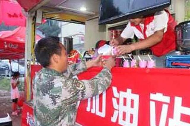 福州曙光救援队归来 支援九寨沟灾区发放救灾物资