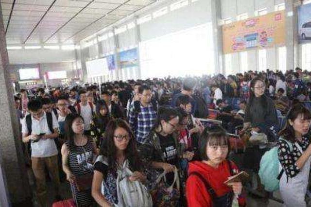 福州火车站为迎学生返程高峰 增开九对动车组列车