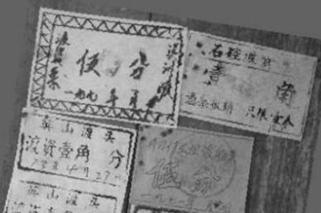 泉州摆渡人展示50年前旧船票 讲述丰州古渡往事
