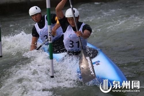叶永涛(右)