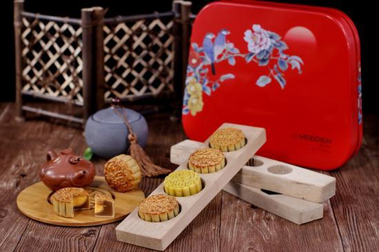 花好月圆RMB268/盒,设计选用古典喜庆之色, 花开富贵,喜上枝头,寓意吉祥