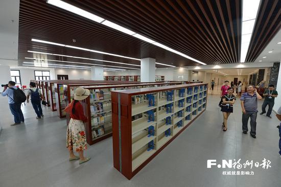福州市图书馆新馆内景。