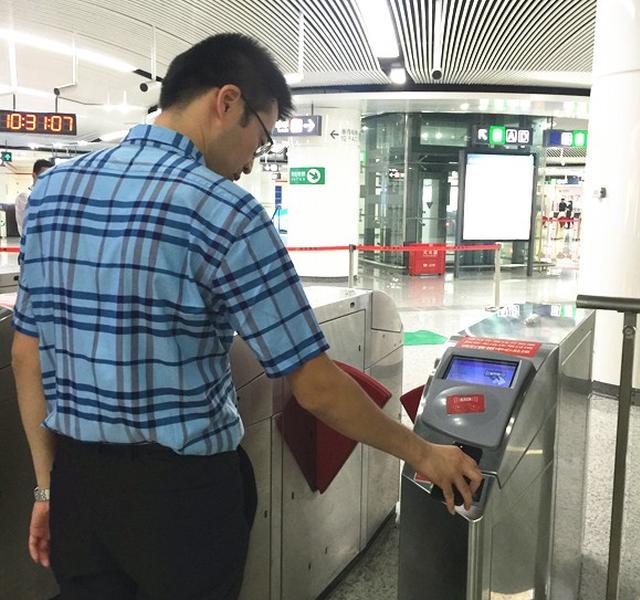 地铁进入手机支付时代 刷手机坐福州地铁可打9折
