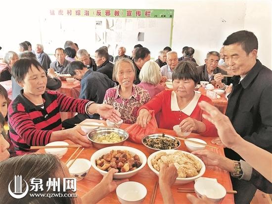 爱心厨房成了老人们娱乐交流的好去处
