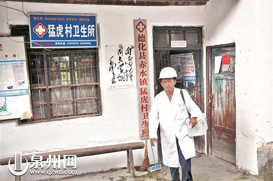 陈英强常年进村入户,了解老人们的需求。