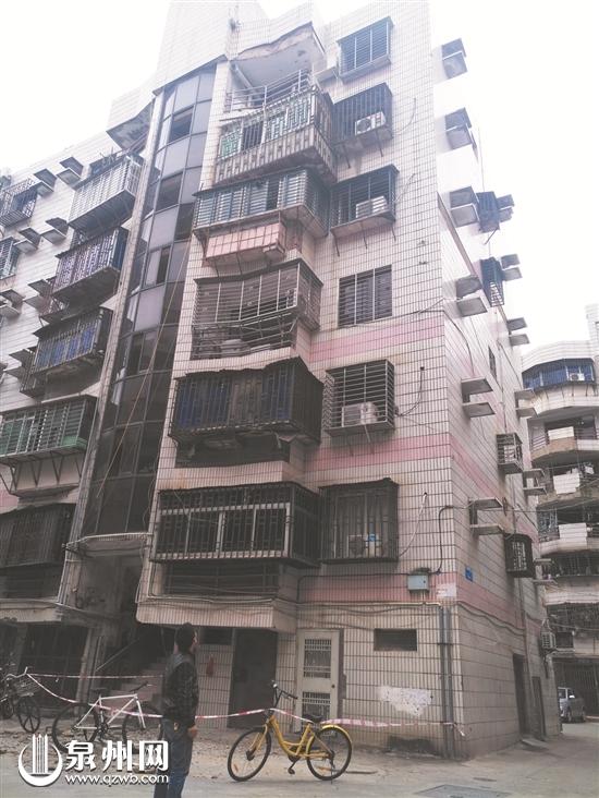 顶楼阳台外壁砖大面积脱落