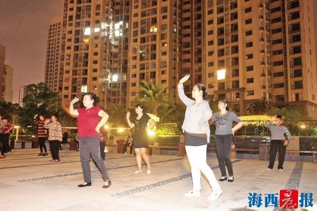 """广场舞健身活动将""""立规矩"""" 市民期待新政尽快落地"""